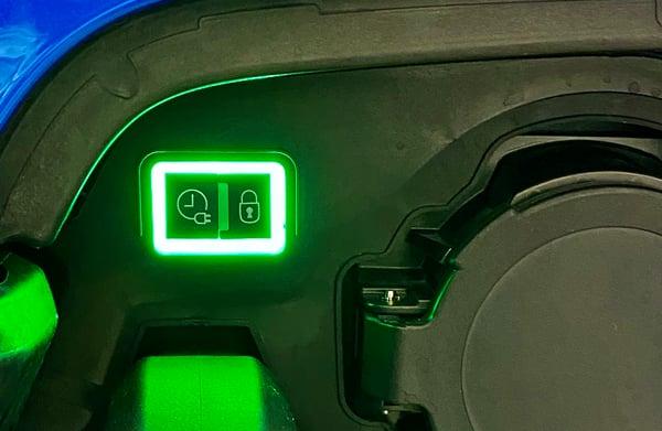e-208、e-2008の充電ボタン